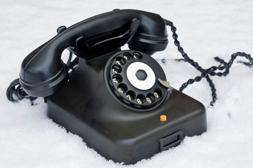 phone-in-snow